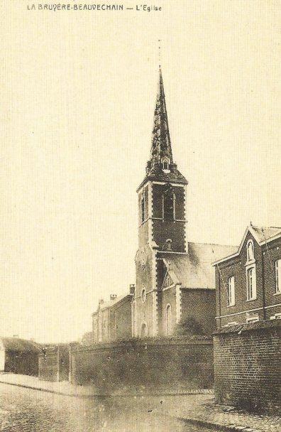 """Eglise de La Bruyère. Carte postale reprise du livre """"Beauvechain au fil du temps"""" par M Deconinck."""