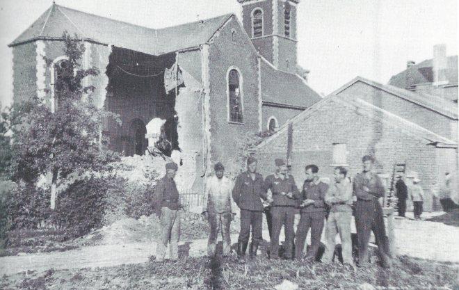 """Les dégats à l'église de La Bruyère. Photo apparu dans le livre """"Le Culot 1935-1945"""" de R Pied."""