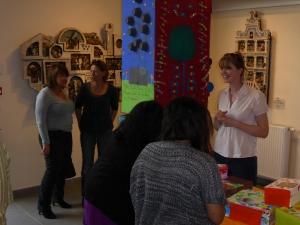 Les visiteurs dans l'exposition