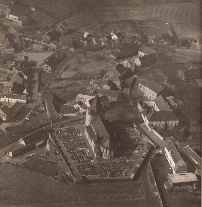 Vue aérienne de Tourinnes-La-Grosse, fin des années soixantes. Publié avec permission.