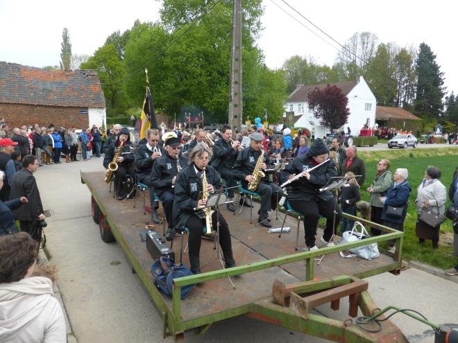 Trois fanfares présent, dont notamment ici l'Ensemble Musical de Beauvechain.