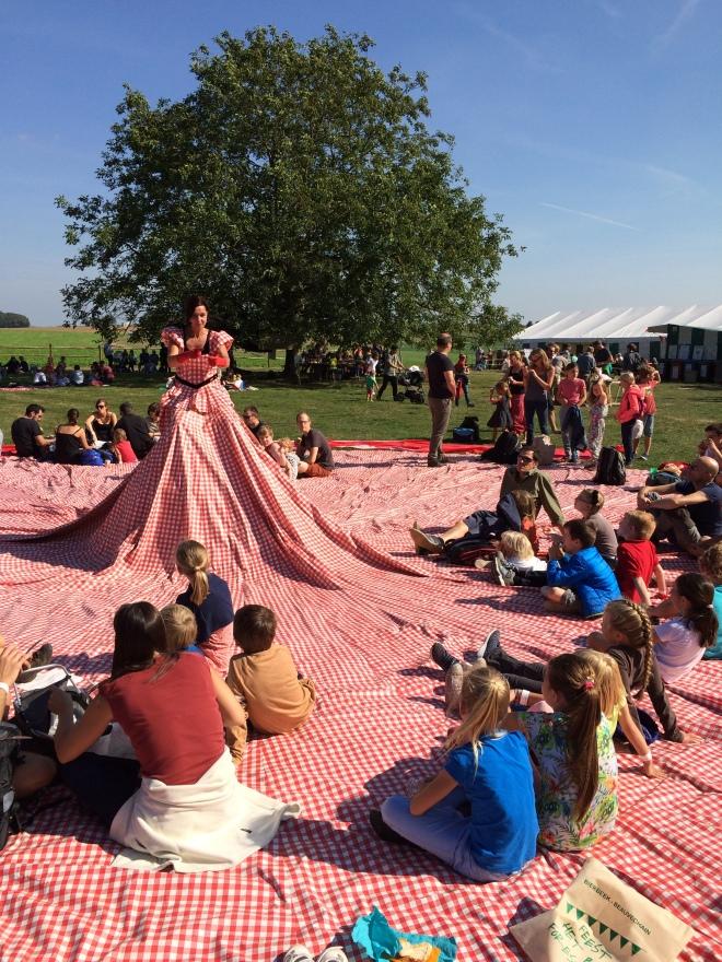 Kartelle, la robe et nappe de pique-nique la plus grande en Belgique